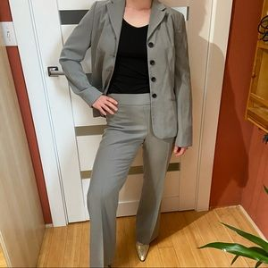 EUC Ann Taylor classic gray pant suit -long jacket